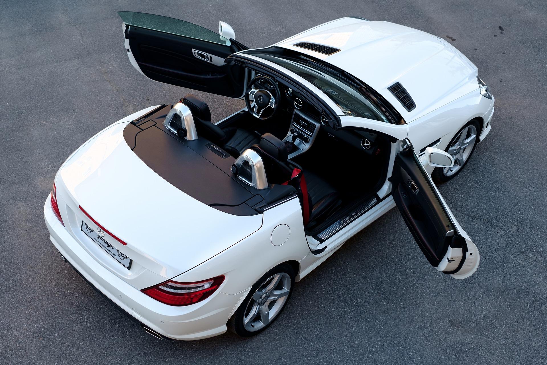Bilen med nedfällbart tak – cabriolet